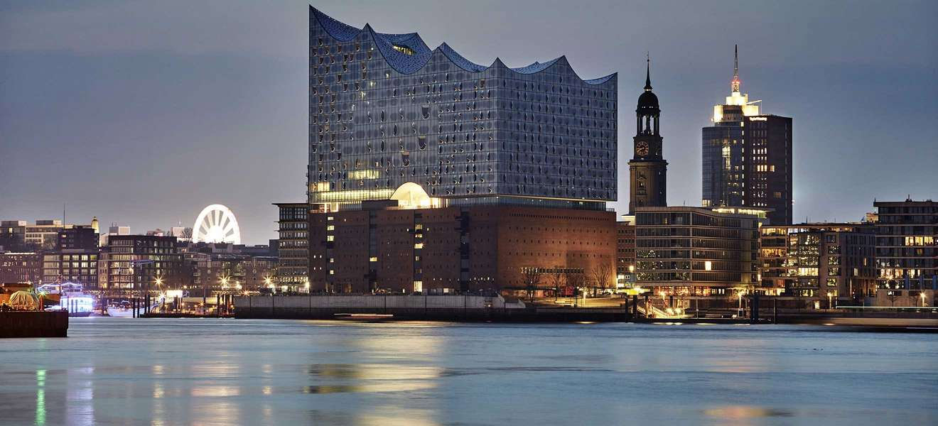 2 in 1 kombi elbphilharmonie f hrung plus hafenrundfahrt 2 1 4std hamburg stadtf hrung. Black Bedroom Furniture Sets. Home Design Ideas