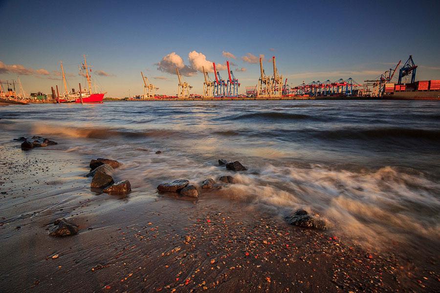 Elbstrand Hafen Hamburg