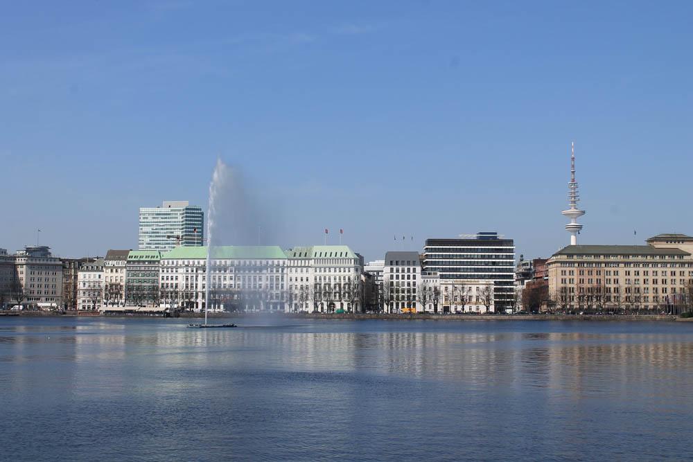 Binnenalster Hamburg Führung mit Blick auf Fontäne und Fernsehturm