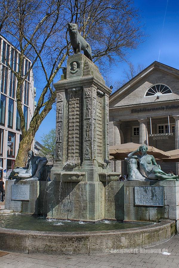 Der Mönckebergbrunnen in der Altstadt