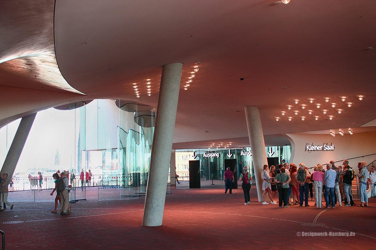 Die große Plaza der Elbphilharmonie Hamburg