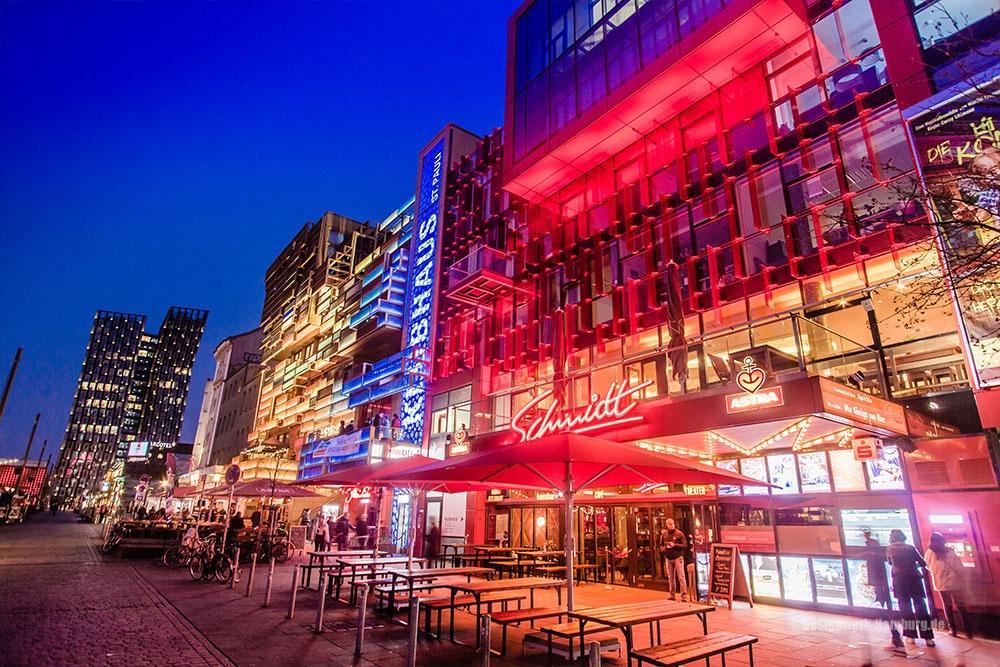 Das legendäre Schmidts Theater vorm Spielbudenplatz