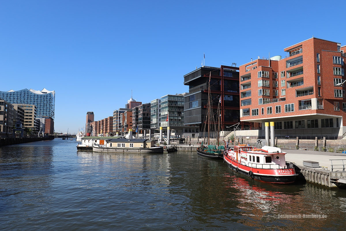 Blick auf die Fleete der modernen Hafencity