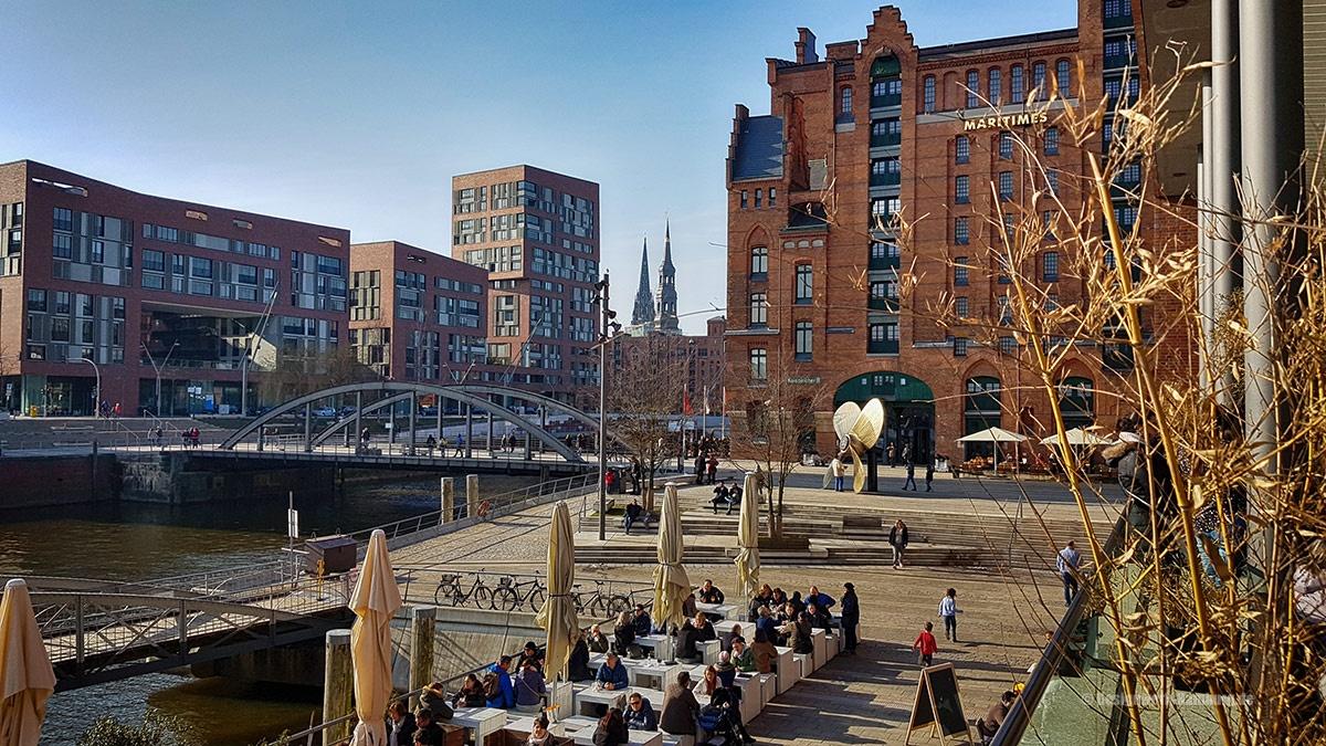 Gemütliches Flanieren in der Speicherstadt Hamburg